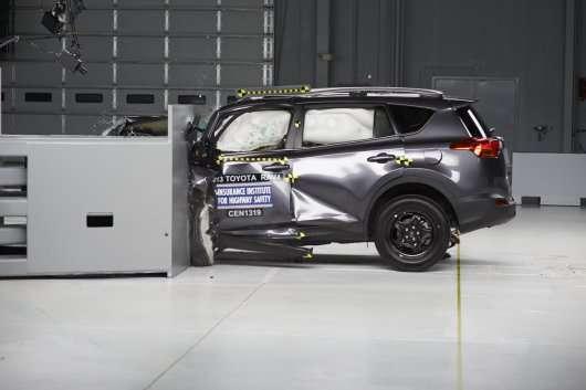 Компанія Toyota відновить RAV4 і Camry для поліпшення безпеки
