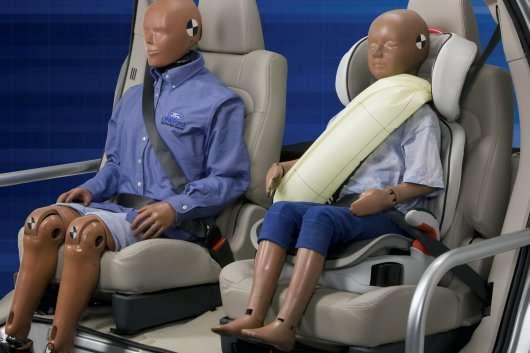 2014 Ford Fusion - Нові надувні ремені безпеки для задніх пасажирів