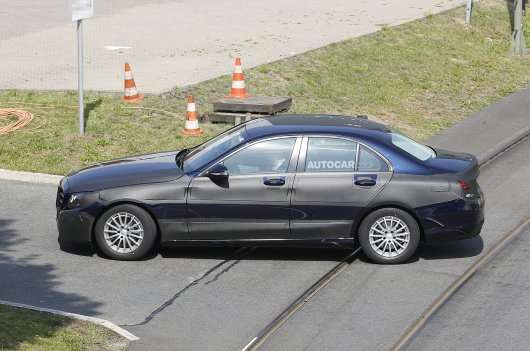 Новий Mercedes C-класу 2015 року - зовнішність частково розкрита