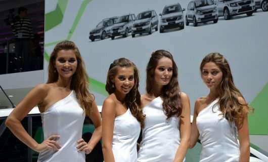 Дівчата на автосалоні у Франкфурті 2013