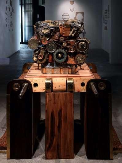 Неймовірна скульптура двигуна Мерседес-Бенц V12