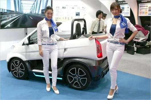 Дівчата на автосалоні в Токіо 2013