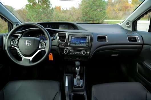2014 Honda Civic проти 2014 Toyota Corolla